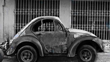 Polskę zalewają stare samochody – raport NIK